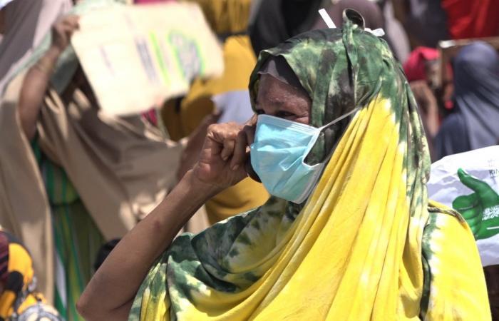 السعودية | مركز الملك سلمان للإغاثة يوزع 10 آلاف سلة غذائية في الصومال