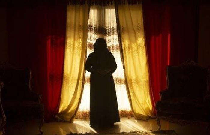 اليمن   معتقلة سابقة تكشف: فظائع أقبية الحوثي ودور الزينبيات
