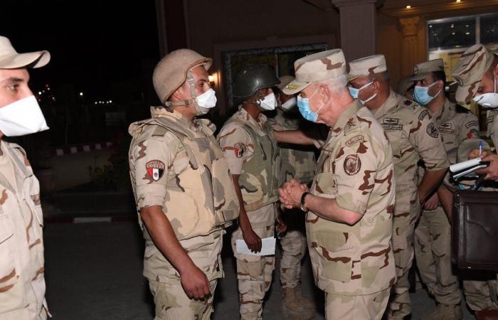 """مصر   رئيس الأركان يتفقد كمائن سيناء.. """"لا تهاون بمواجهة الإرهاب"""""""