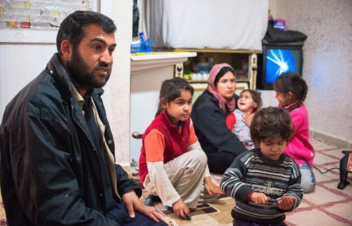"""تعليم أطفال النازحين: """"التربية"""" تقبض بالدولار وتدفع باللبناني"""