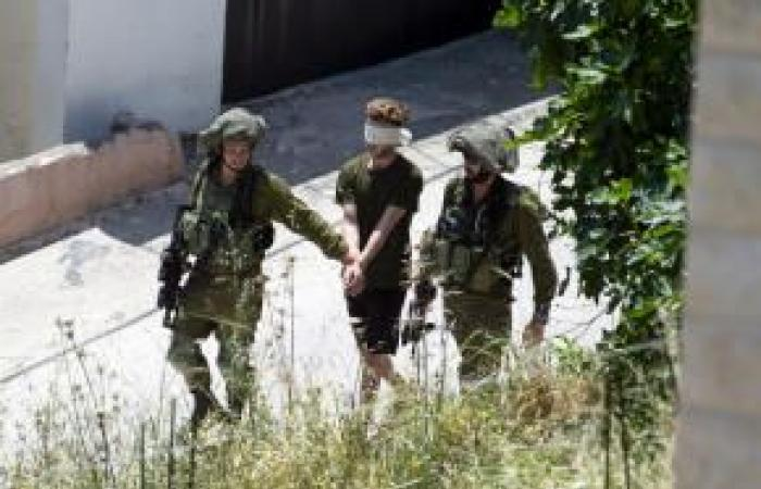 فلسطين | خلال حملة المداهمة الرابعة للبلدة.. الاحتلال يعتقل 12 مواطناً من يعبد