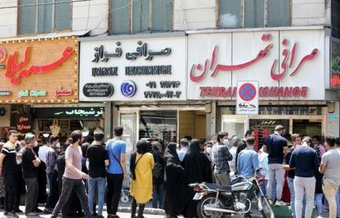 إيران   مسؤول إيراني: على الجميع أن يصابوا بكورونا