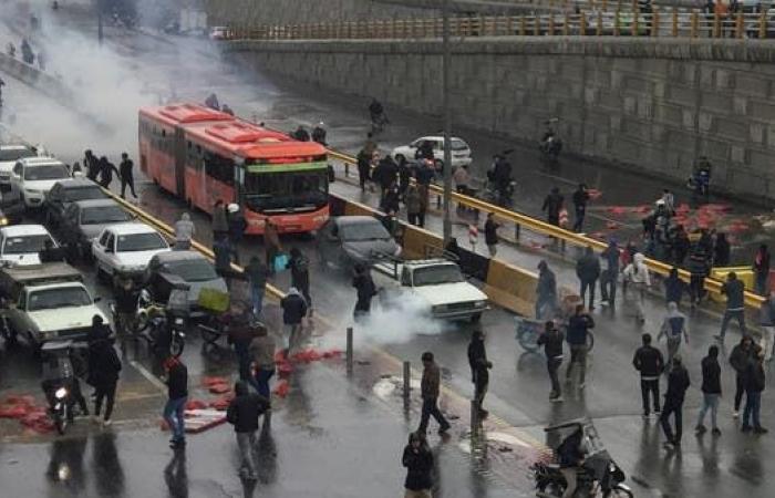 إيران   ظل الاحتجاجات يقلق إيران.. دعم استثنائيلقوات الشغب