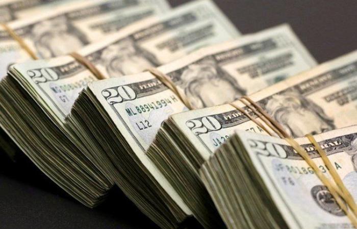 تبادُل الدولار من خلف الستار