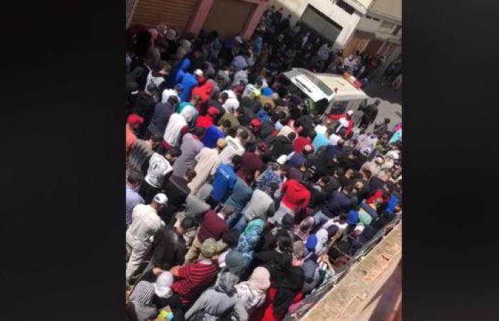 شاهد.. زغاريد وحشود بجنازة تطيح بمسؤول مغربي