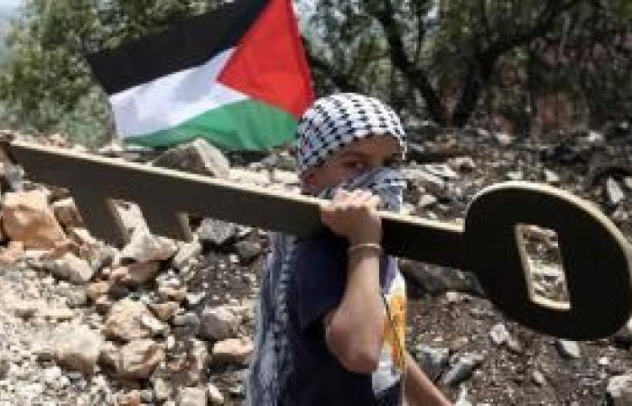فلسطين   المواطنون يحيون الذكرى الـ72 للنكبة بفعاليات إلكترونية ورفع الأعلام السوداء