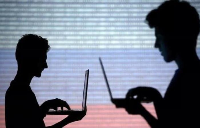 فرنسا تمهل تويتر وفيسبوك ويوتيوب ساعة.. وإلا