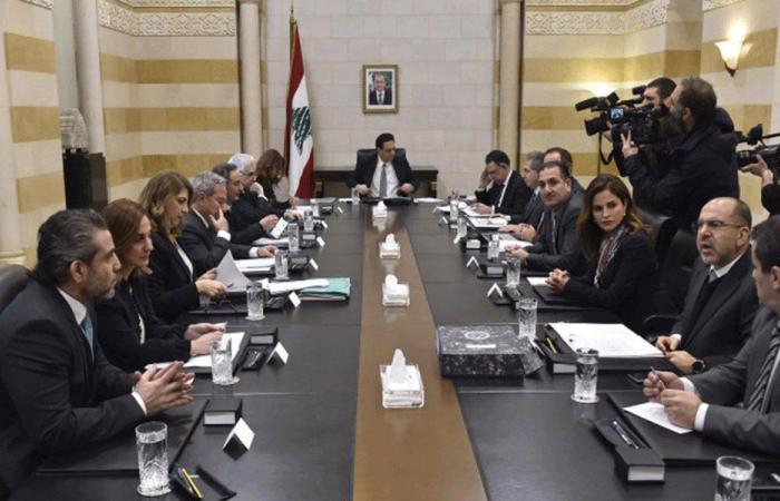 """""""اشتباك"""" بين وزراء """"التيار"""" وبقية الوزراء خلال الجلسة"""