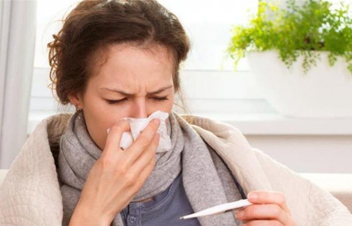 هل فعلاً الإصابة بنزلات البرد تساعد على محاربة فيروس كورونا؟