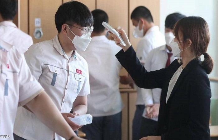 بالكمامات والمطهرات.. المدارس تستقبل الطلاب بكوريا الجنوبية