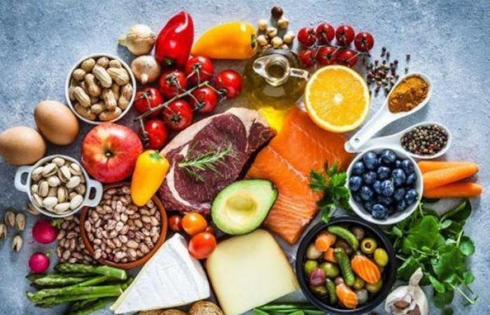 تضعف جهاز المناعة.. بزمن 'كورونا': أطعمة تجنب تناولها عندما تكون مريضا
