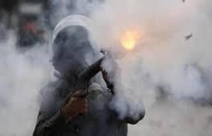 فلسطين   إصابة أم وأطفالها بالاختناق جراء استهداف جنود الاحتلال منزلهم بالغاز المسيل في كفر قدوم