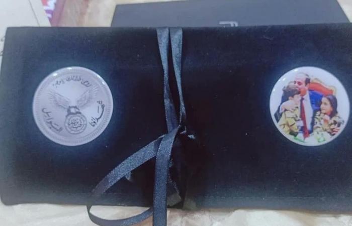 مصر | السيسي يرسل باقات ورد وهدايا لأسرة أول ممرض توفي بكورونا