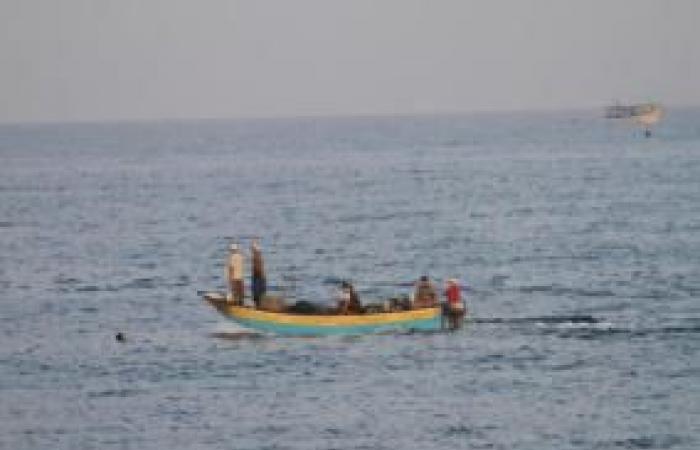 فلسطين | غزة: إصابة صيادين بانقلاب مركب في عرض البحر