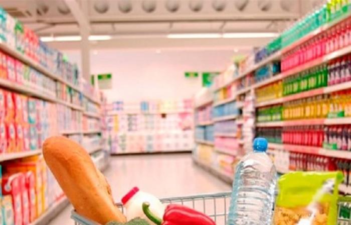 الصحة العالمية تحسم الجدل: هل ينتقل كورونا عبر المواد الغذائية؟