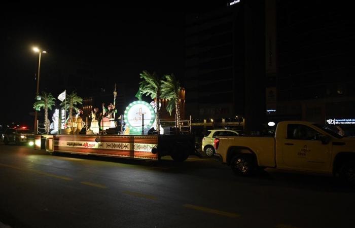 """السعودية   هذه قصة """"قطار السعادة"""" الذي جال الأحياء احتفالاً بالعيد"""