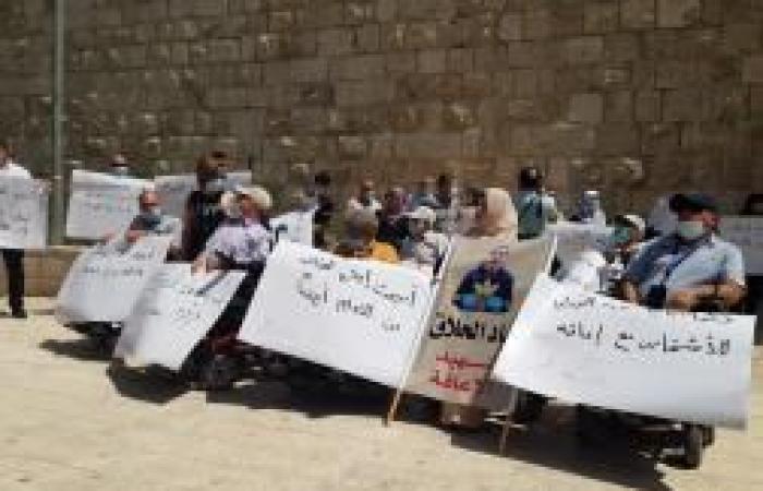 فلسطين   وقفة لذوي الاحتياجات الخاصة تنديداً بجريمة إعدام الشاب الحلاق