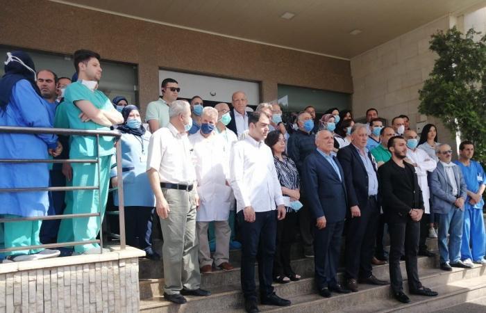احتجاج للجسم الطبي بمستشفى رياق اثر تعرض احد الاطباء لاطلاق نار