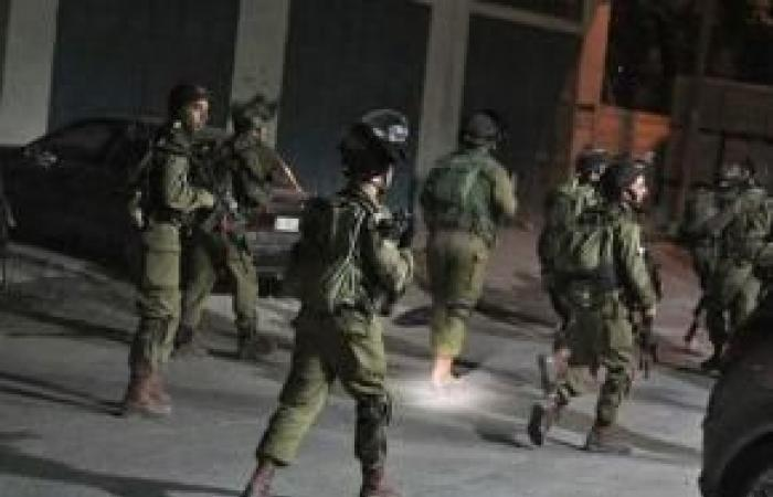 فلسطين | الاحتلال يعتقل 15 مواطناً بينهم طالبين في الثانوية العامة