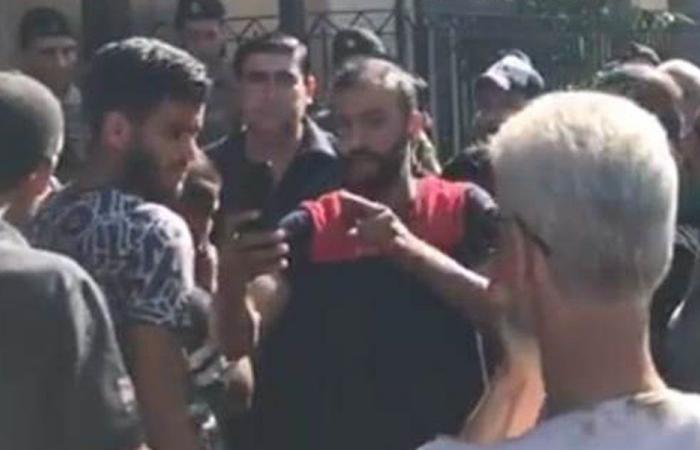 محتجون اقتحموا مبنى المالية في طرابلس