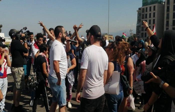 احتجاجات في وسط بيروت بسبب الأوضاع المعيشية وعدم توقيع مرسوم التشكيلات