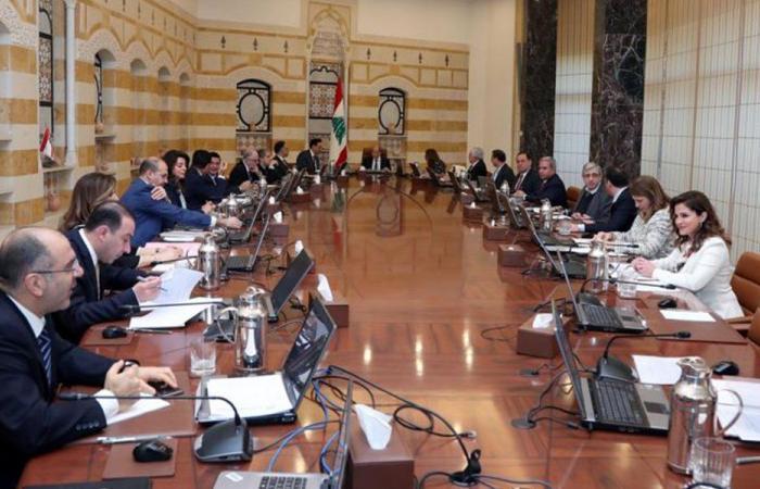 الحريري وجعجع يطفئان سجالهما وقرارات الحكومة قد تثير امتعاض واشنطن