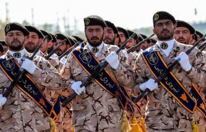 إيران | تفجير سيارتين للحرس الثوري جنوب إيران.. وإصابة قيادي