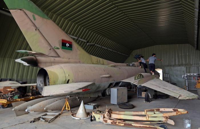 استعدادات عسكرية غرب سرت وطائرة شحن تركية تهبط بالوطية