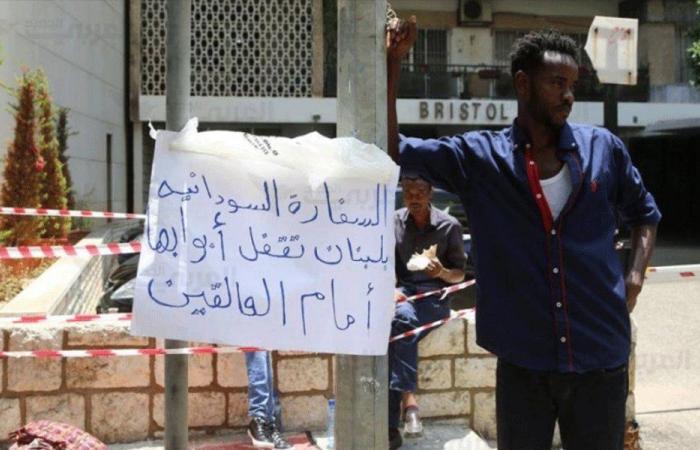 """سودانيون يصرخون: """"بدنا نفلّ""""!"""