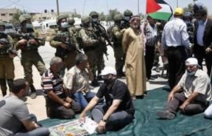 فلسطين   منع المواطنين من اقامة صلاة الجمعة على أراضيهم المهددة بالمصادرة في حارس