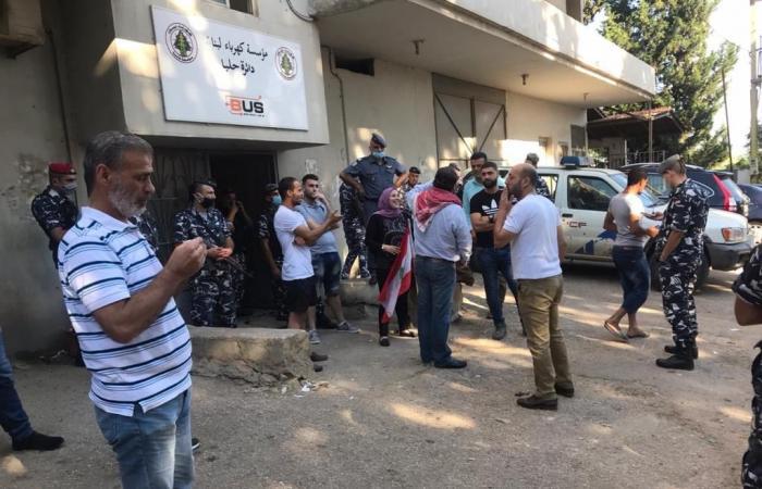 """تظاهرات أمام """"كهرباء لبنان"""": """"أي اثنين رح تتحسن الكهربا؟"""""""