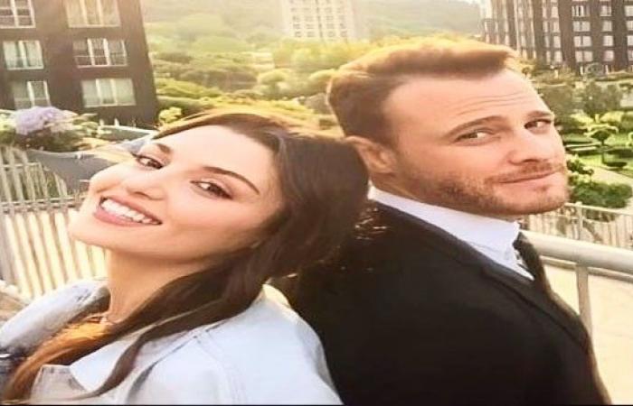 التركية هاندا أرتشيل وكرم يتبادلان قبلة طويلة بعد انفاصالها عم خطيبها السابق