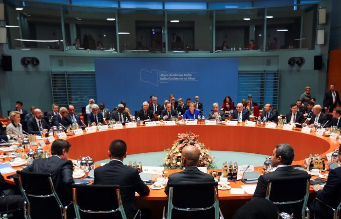 مباحثات روسية جزائرية حول ليبيا.. ومطالبة بوقف للنار