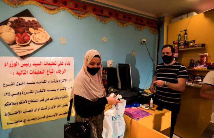 مصر   مصر: فتح المطاعم حتى الـ12 واستمرار غلق الشواطئ والحدائق