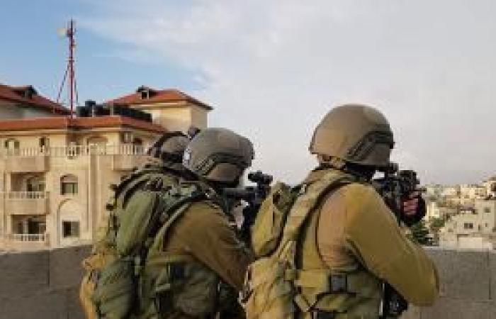 فلسطين | اعتقالات إسرائيلية بالضفة.. بينهم نائب ووزير سابق