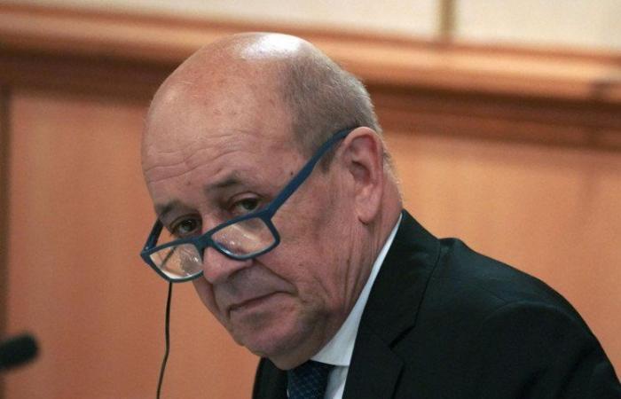 دياب يشتبك مع فرنسا آخر الدول الحاضنة للبنان