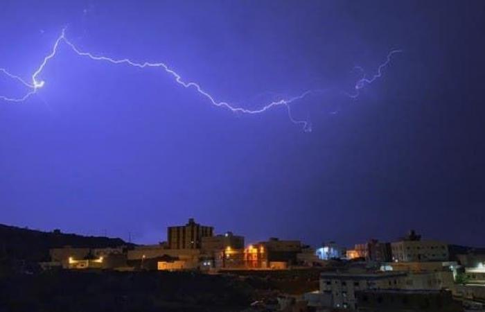 """السعودية   كيف استطاع مصور رصد البروق في سماء """"الباحة""""؟"""