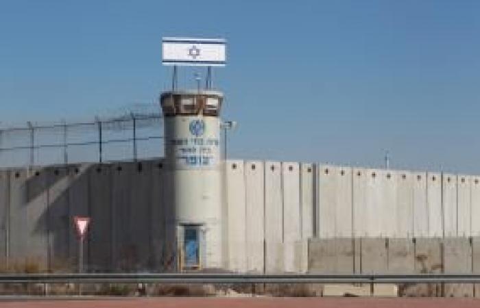 فلسطين | إدارة سجون الاحتلال تبلغ بإصابة أسير في عوفر بفايروس كورونا