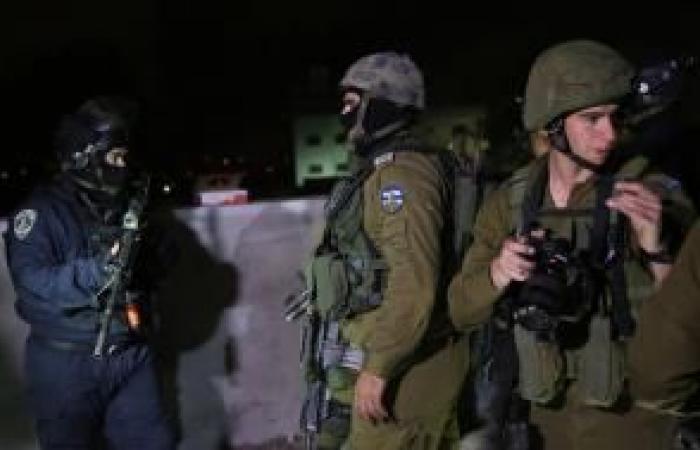 فلسطين   الاحتلال يعتقل ثلاثة مواطنين