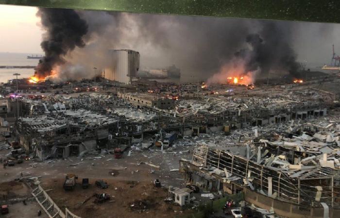 انفجار لبنان يعيده إلى دائرة الضوء في واشنطن