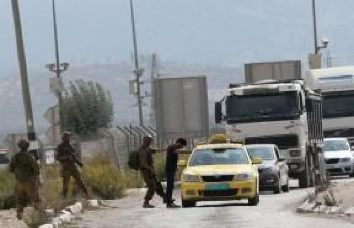 فلسطين   مستوطنون يغلقون شارع حوارة الرئيسي