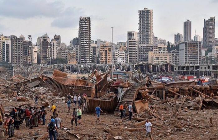 خبراء فرنسيون في موقع تفجير مرفأ بيروت