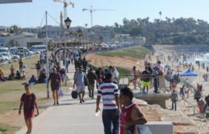 فلسطين | آلاف الفلسطينيين في رحلة استجمامٍ واستكشافٍ لبحرهم السليب