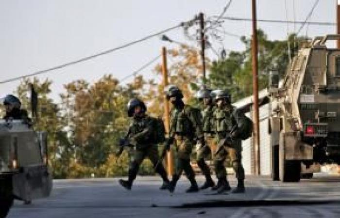 فلسطين | الاحتلال يعتقل 14 مواطناً بينهم أسير محرر