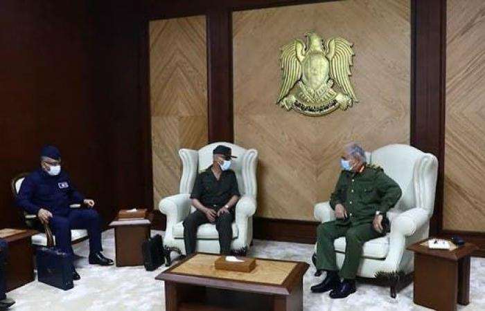 مصر | مصادر: مصر تفتح خط اتصال مباشرا.. وتنسيق كامل مع الجيش الليبي