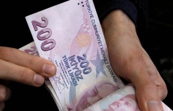 تركيا تبقي الفائدة دون تغيير.. والليرة ترفع خسائرها لـ19%