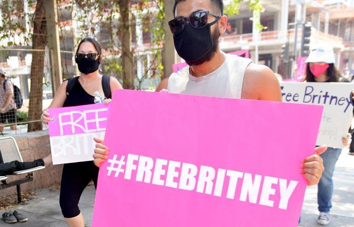 هل تستبعد بريتني سبيرز والدها من إدارة أعمالها؟