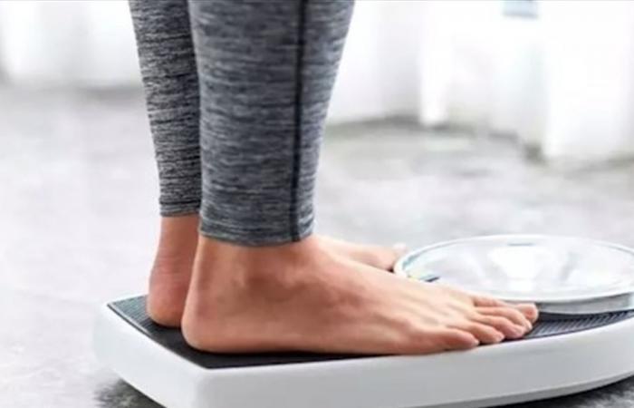 لهذه الأسباب يكون وزنك أقل صباحاً!