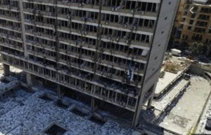 """آلاف المستندات والأوراق الرسمية بين ركام """"كهرباء لبنان"""""""