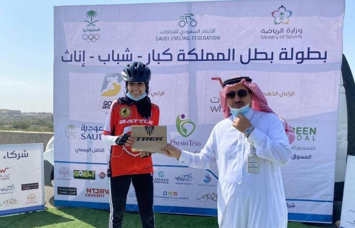 السعودية | لأول مرة.. سعوديات في بطولة الدراجات الهوائية في أبها